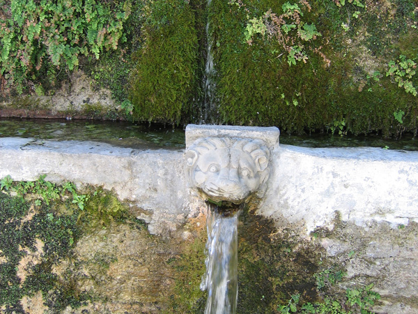 Aspects d'Andros, l'île la plus septentrionale des Cyclades, 2006.
