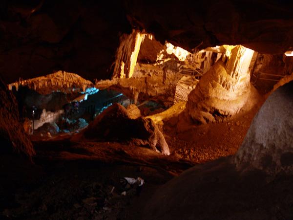 La célèbre grotte d'Antiparos, île soeur de Paros, 2007.
