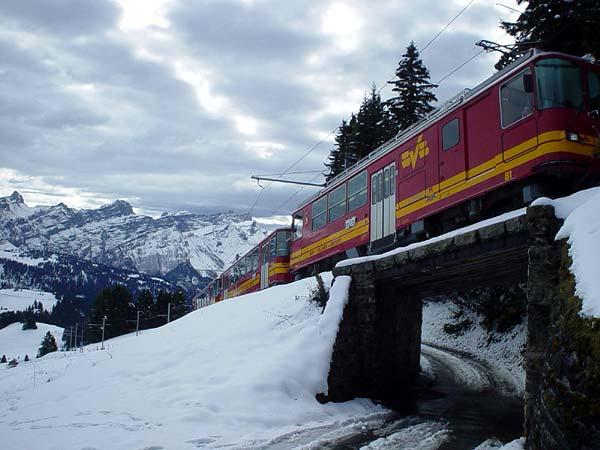 Le train à crémaillère qui relie Bex, dans la Plaine du Rhône, à Bretaye, au coeur des Préalpes, en passant par Villars-sur-Ollon.