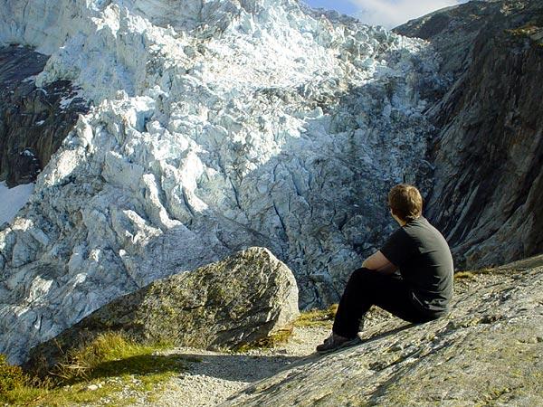 Méditation face au Glacier d'Argentière, septembre 2002.