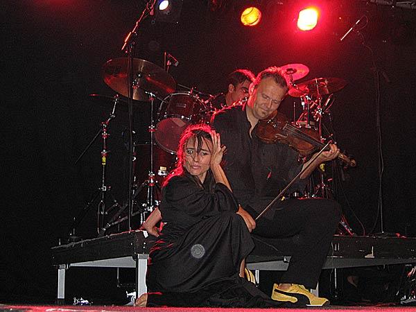 Lou Lou Djine, World Music Festiv'Alpe, Château-d'Oex, samedi 9 août 2003.
