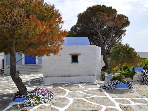 Une des meilleures périodes pour visiter les Cyclades, c'est le printemps, lorsque tout est en fleurs et que les îles ne sont pas encore brûlées par le soleil. Les photos de cette galerie ont été prises à Kéa (Tzia) au mois d'avril 2012.