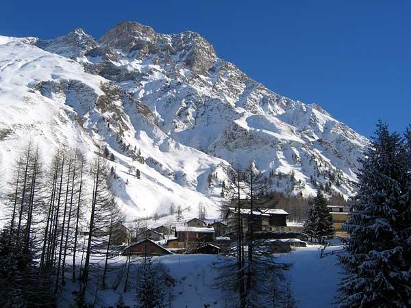 Vue sur le hameau de Ferret (Valais), tout au bout de la vallée du même nom...