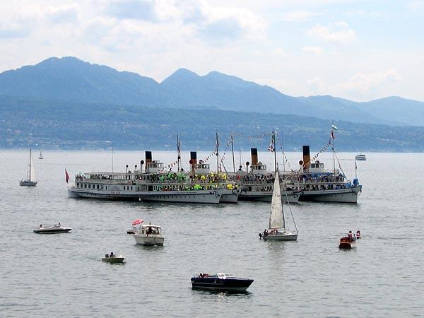 Parade des vapeurs de la CGN au large du Musée Olympique (Lausanne-Ouchy), 11 mai 2003.