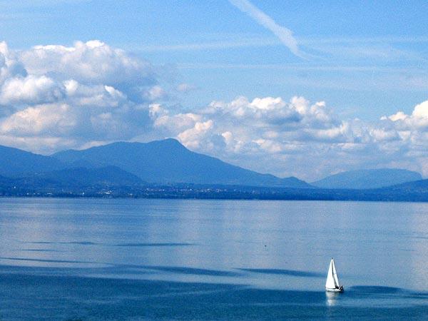 Lausanne: au large de Vidy, mai 2003.