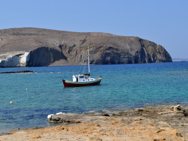 Aspects de Milos, l'île volcanique des Cyclades où fut retrouvée la Vénus de Milo. Septembre 2011.