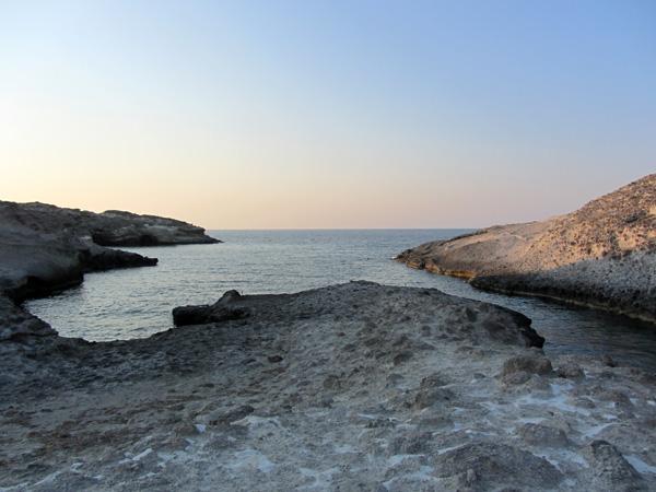 Il y a para&icirc;t-il plus de 70 plages &agrave; Milos, certaines minuscules et cach&eacute;es, d'autres tr&egrave;s am&eacute;nag&eacute;es, toutes avec des eaux limpides...<p>Au sud de l'&icirc;le, certaines des plages sont bord&eacute;es de rochers multicolores spectaculaires.