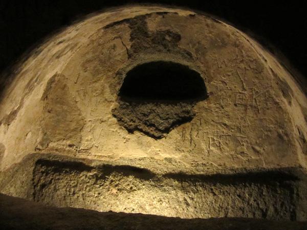 Les Catacombes de Milos, île volcanique des Cyclades où fut retrouvée la Vénus de Milo. Septembre 2011.