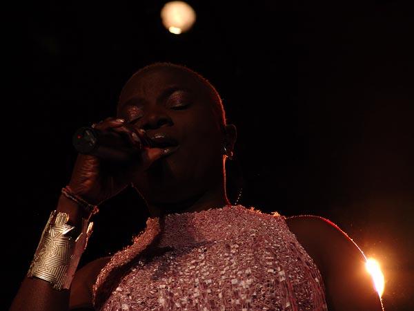 Montreux Jazz Festival 2004: Angélique Kidjo, Hommage à Edith Piaf, July 11, Casino Barrière