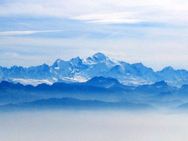 Vue sur les Alpes depuis le sommet du Mont-Tendre.
