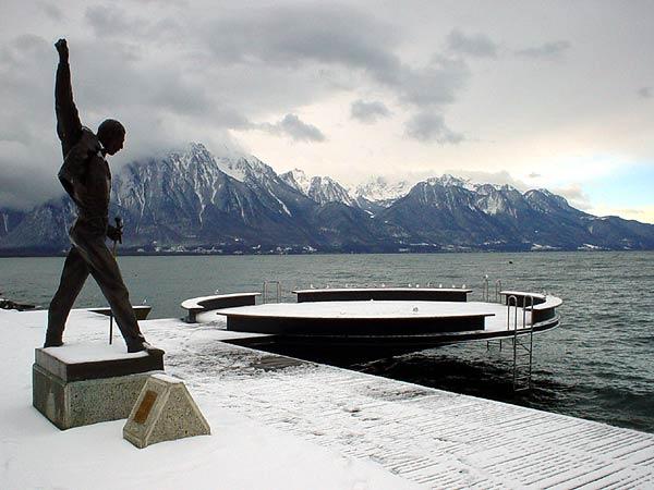 Freddie Mercury tient bon: le mauvais temps ne passera pas!
