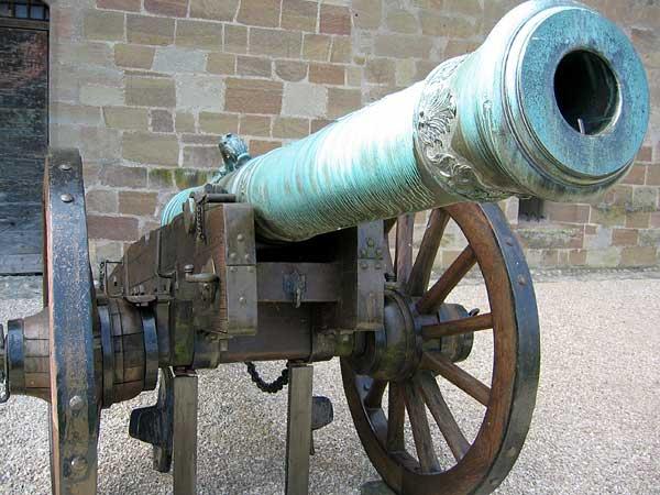 Morges: dans la cour du Château, qui abrite le Musée militaire.