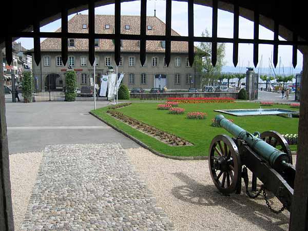 Morges: vue sur la cour du Château, face à l'Office du Tourisme.