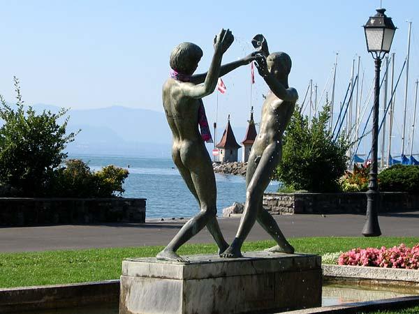 Une statue sur les quais.