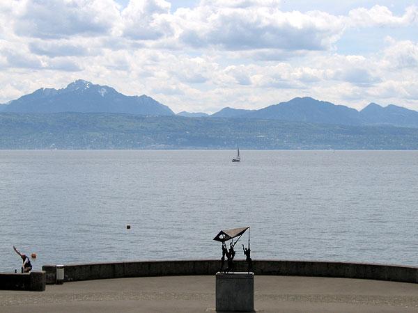 Lausanne: vue sur le lac depuis le parc du Musée olympique.