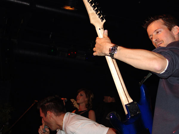 Still Angry, Burning Tour (soirée de soutien au Nouveau-Monde de Fribourg), Ned - Montreux Music Club, vendredi 4 juin 2004.