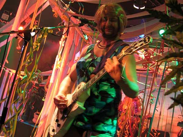 Explosion de Caca, Ned - Montreux Music Club, samedi 5 avril 2003.