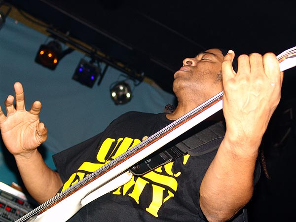 Doug Wimbish (Living Colour), Ned - Montreux Music Club, vendredi 5 novembre 2004.