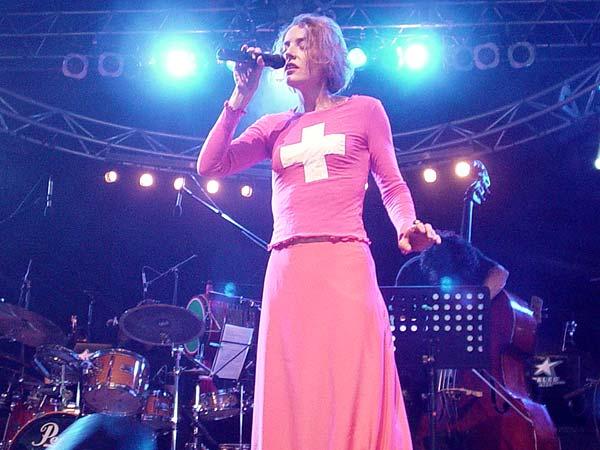 Orchestre National de la Montagne, dir. Heiri Känzig, avec Zabine, Laurence Revey, Hans Kennel, etc., Paléo Festival Nyon, Le Dôme, 26 juillet 2002.