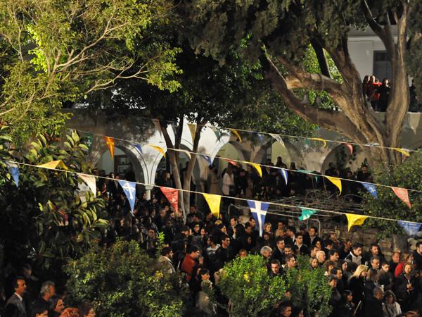 Parikia, Paros, Cyclades, avril 2012. Célébrations de Pâques à la Basilique Panaghia Katapoliani.