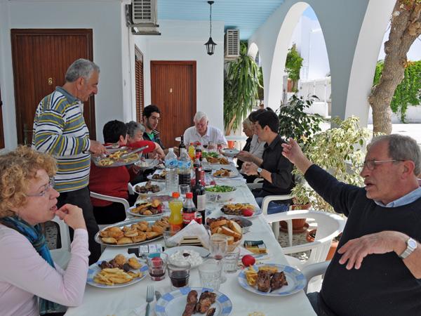 Parikia, Paros, Cyclades, avril 2012. Fête de Pâques à l'Hôtel Eleftheria.
