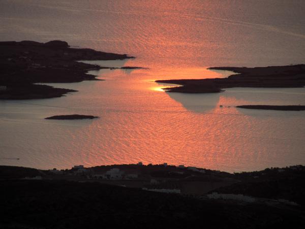 Paros, septembre 2011. Coucher de soleil sur Antiparos.