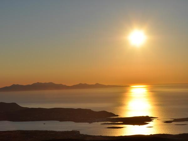 Paros, septembre 2011. Coucher de soleil sur Antiparos et Sifnos.