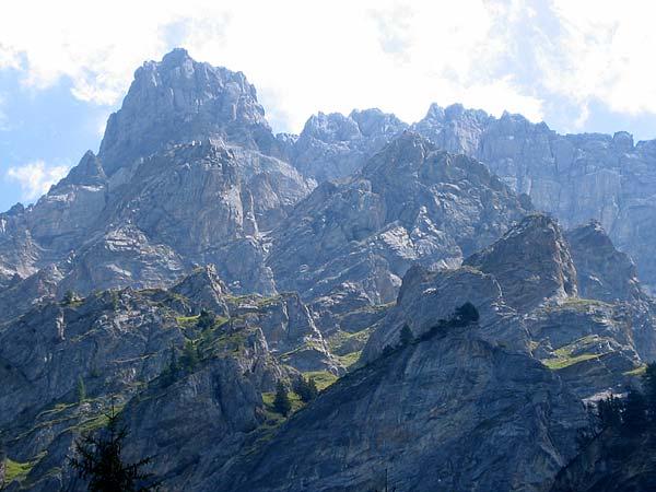 Vue sur le Grand Muveran depuis le Vallon de Nant.
