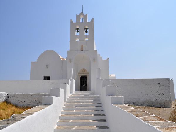 Aspects de Sifnos, une île peu connue des Cyclades, dont la gastronomie est très réputée. Septembre 2011.