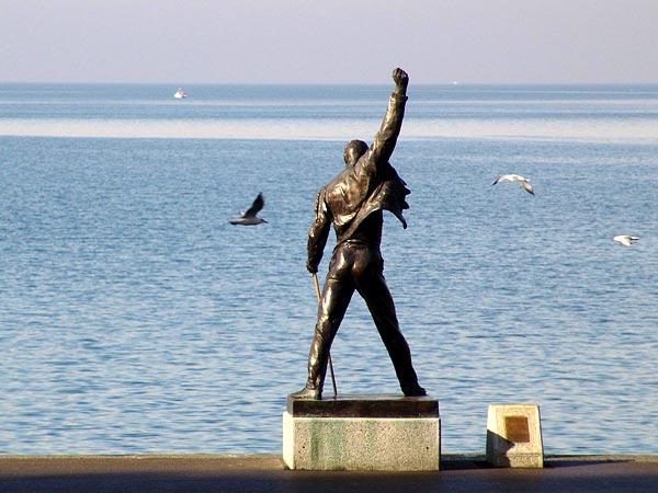 Quais de Montreux, statue de Freddie Mercury, 6 février 2004.