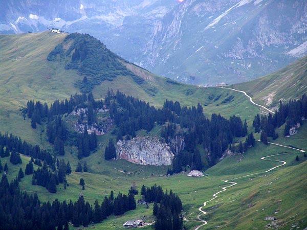 Vue sur le Gros-Mont depuis le Chalet du Soldat, au pied des Gastlosen, en Gruyère, août 2004.