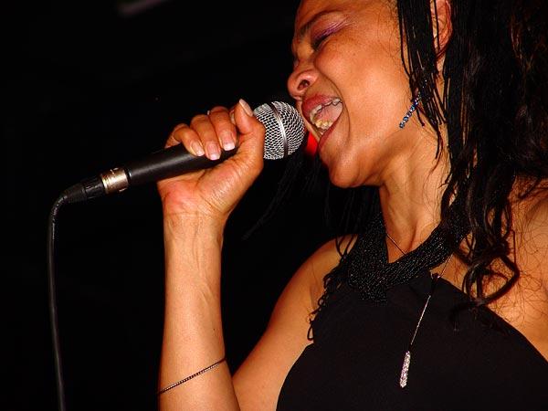 Dorothy Vincent (Atmosphère), Ned Montreux, Fête du 10e anniversaire et inauguration de la Grande Salle, 13 novembre 2004.