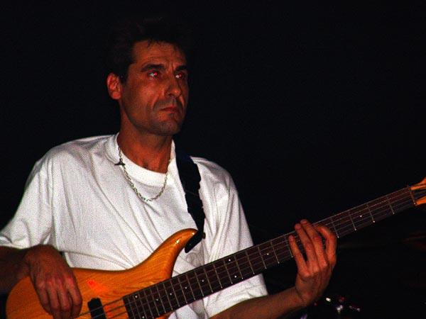 Claude Ballaman (basse), concert de Vincent Bumann, Ned Music Club Montreux, 21 novembre 2004.