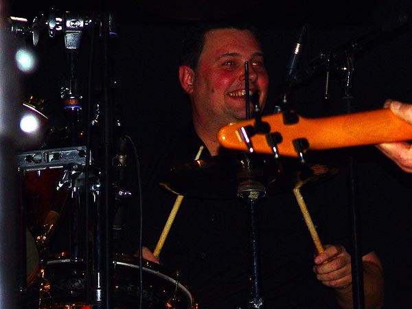 Simon Favez (batterie), concert de Vincent Bumann, Ned Music Club Montreux, 21 novembre 2004.