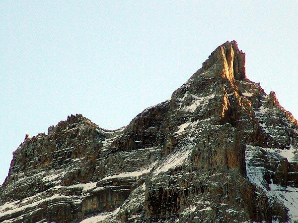 Lever du jour sur les Dents-du-Midi, Champéry, 5 décembre 2004.