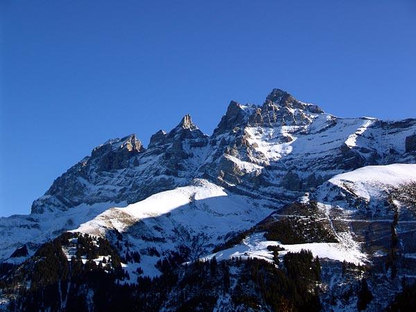 Face aux Dents-du-Midi, au-dessus de Champéry, 5 décembre 2004.