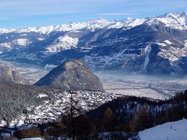 Vue sur Ovronnaz, le Valais et les Alpes, 29 décembre 2004.