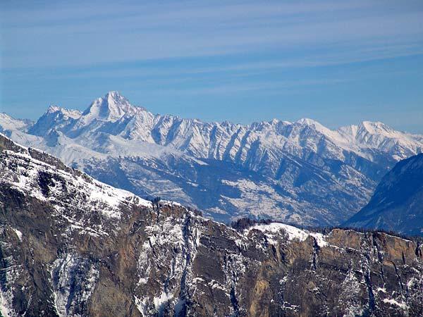 Vue sur les Alpes depuis le domaine skiable d'Ovronnaz, 29 décembre 2004.