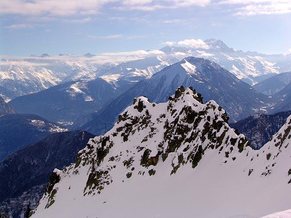 Vue sur les Alpes depuis le domaine skiable des Marécottes, 6 février 2005.