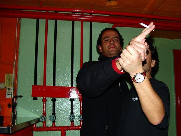 Ned - Montreux Music Club, vendredi 11 mars 2005, le concert de Chico Trujillo vient de se terminer, des spectateurs émus dansent la cumbia...