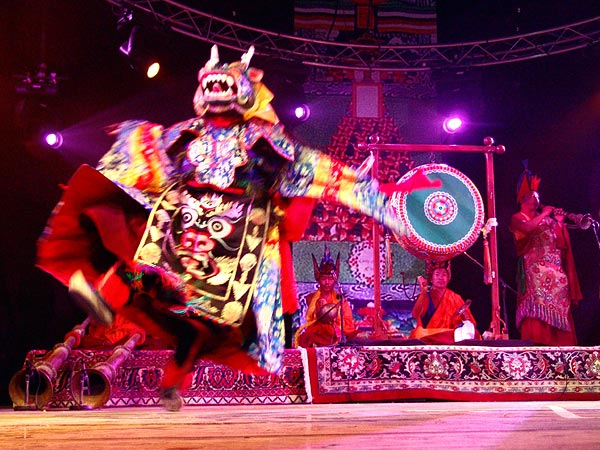 Paléo Festival 2005: Tbt'Cham, les moines Bönpös du Tibet, samedi 23 juillet, Dôme.