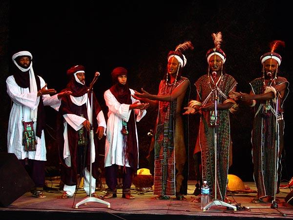 Etran Finatawa, le blues des nomades du désert au World Music Festival d'Oron, 29 juillet 2005.
