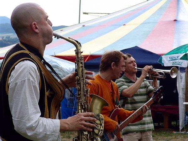 The Baghdaddies, invitation à la danse au World Music Festival d'Oron, samedi 30 juillet 2005.