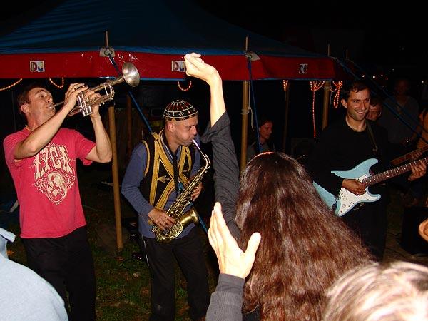 The Baghdaddies, invitation à la danse au World Music Festival d'Oron, dimanche 31 juillet 2005.