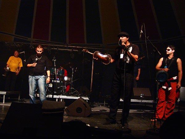 Mahala Raï Banda, musique tzigane festive au World Music Festival d'Oron, dimanche 31 juillet 2005.