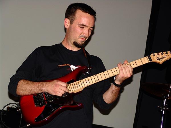 Sylvain Cloux Trio (Prix du Jury), Nuits de la Guitare, EJMA Lausanne, vendredi 4 novembre 2005.