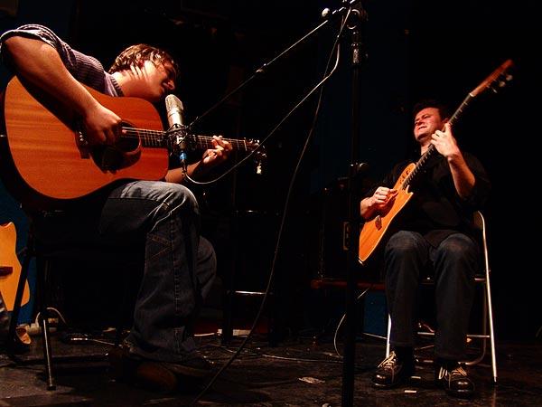 Fin du concert de Sylvain Luc, duo avec Nicola Oliva (1er prix), Nuits de la Guitare, Chorus Lausanne, vendredi 4 novembre 2005.