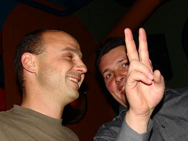 Prophets of Doom Tour, Ned - Montreux Music Club, vendredi 18 novembre 2005: le caissier et le président du Ned en grand conciliabule...