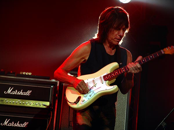 Blue Balls Festival 2006, Lucerne: Jeff Beck, Luzernersaal KKL, mercredi 26 juillet 2006. Jeff Beck (guitar), Randy Hope-Taylor (bass), Jason Rebello (keyboards), Vinnie Colaiuta (drums).