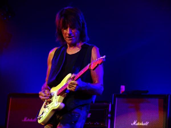 Blue Balls Festival 2006, Lucerne: Jeff Beck, Luzernersaal KKL, mercredi 26 juillet 2006. Jeff Beck (guitar), Randy Hope-Taylor (bass), Jason Rebello (keyboards), Vinnie Colaiuta (drums).